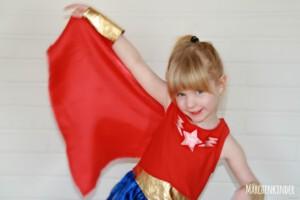 Kleine Superheldinnen auf einem Kindergeburtstag mit Märchenkinder IMG_2232-1